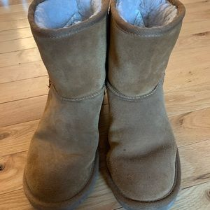 Girls size 3 koolaburra boots